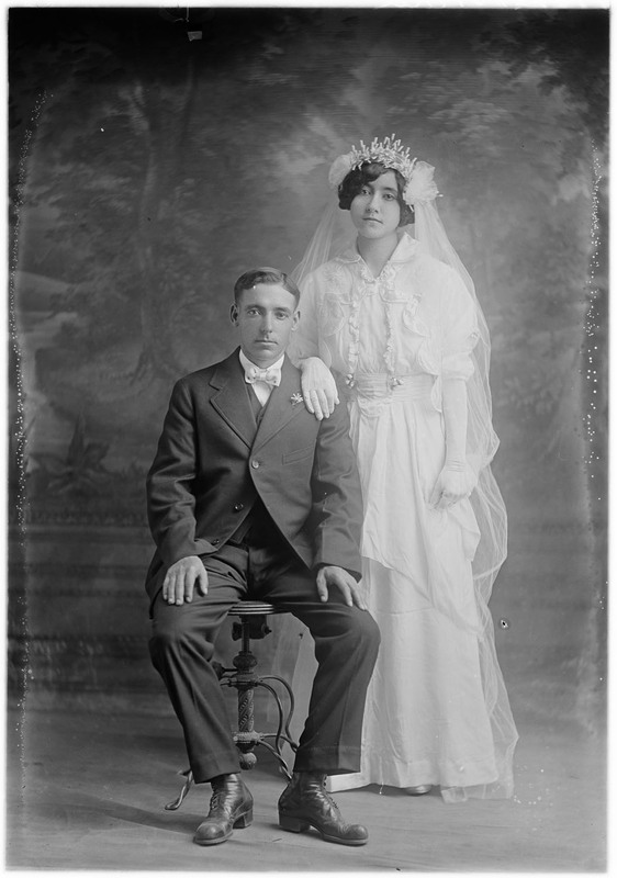 Brown Studio: wedding portraits